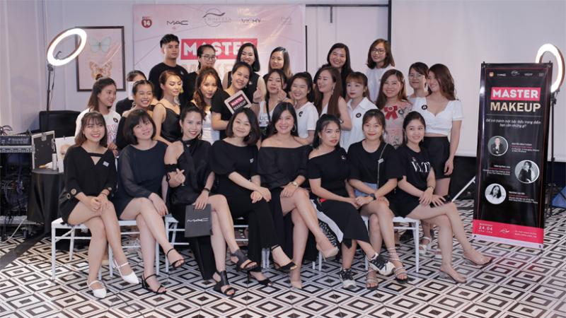 Hoa Trần Makeup Artist