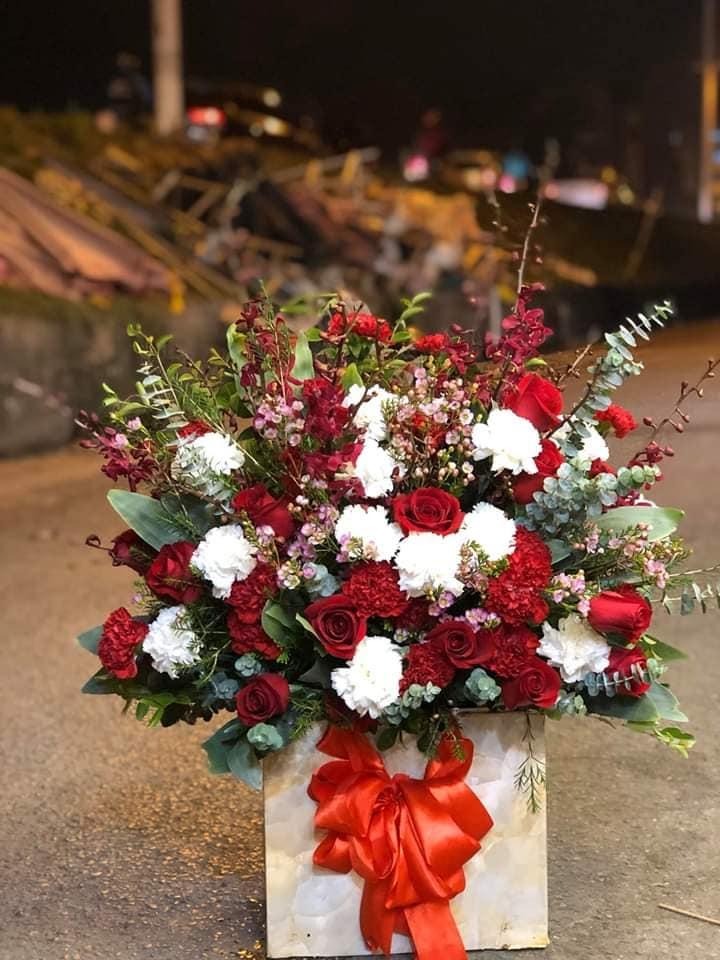 Shop có nhiều năm kinh nghiệm trong cắm hoa sự kiện, khai trương