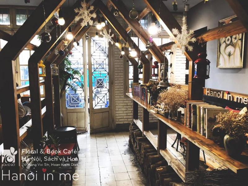 Hoa10Giờ Floral & Book Café - Hà Nội, Sách và Hoa