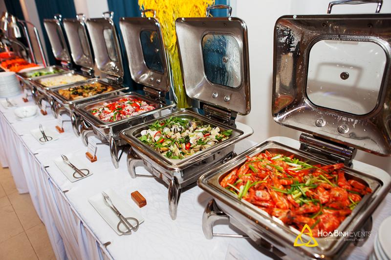 Tiệc buffet chiêu đãi (nướng, hải sản, theo chủ đề...)
