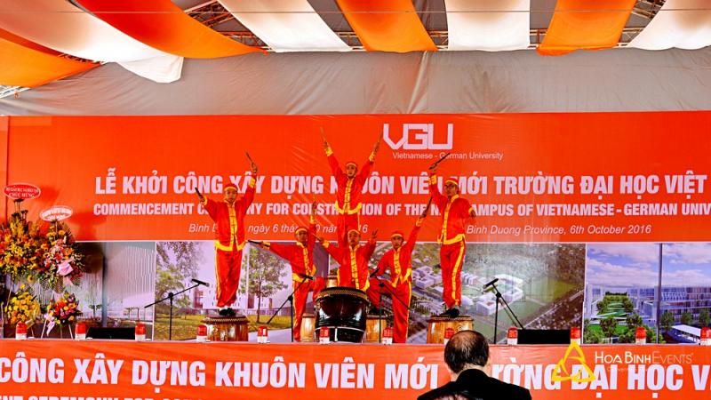 Cung cấp nhân sự phục vụ sự kiện (MC dẫn chương trình, ca sĩ, ban nhạc, nhóm múa lân rồng, múa trống hội, hoạt náo viên...)