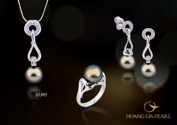 Bộ Sản Phẩm Ngọc Trai S1385 (hình ảnh lấy từ website của Hoàng Gia Pearl)