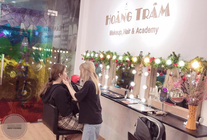 Hoàng Trâm Makeup Store
