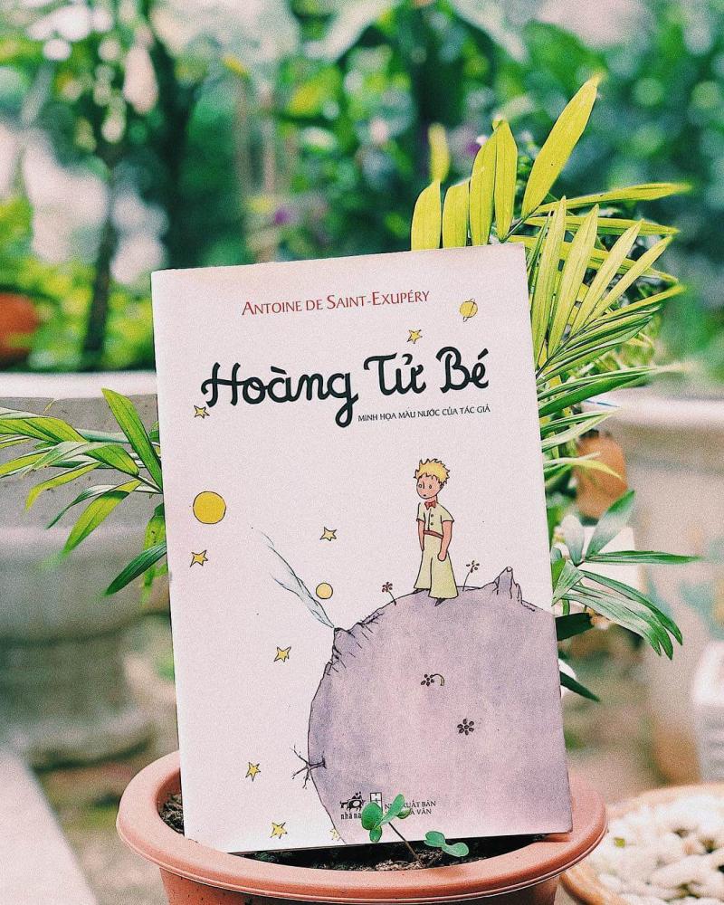 """Trẻ em thích """"Hoàng tử bé"""", vì cuốn sách ngắn, câu chữ đơn giản, lại có nhiều hình vẽ minh họa đẹp mê tơ"""