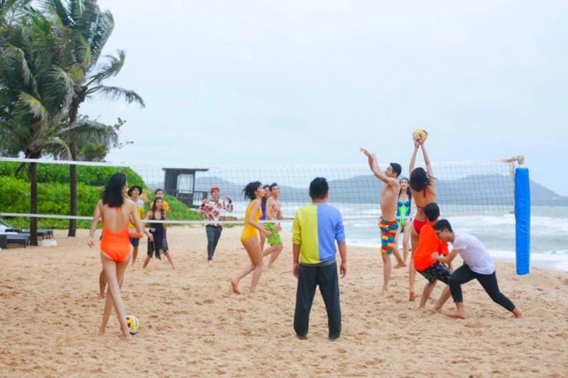 Thư giãn cùng bóng chuyền bãi biển