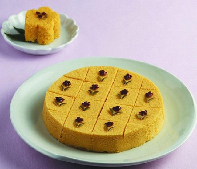 Món bánh có màu vàng bắt mắt