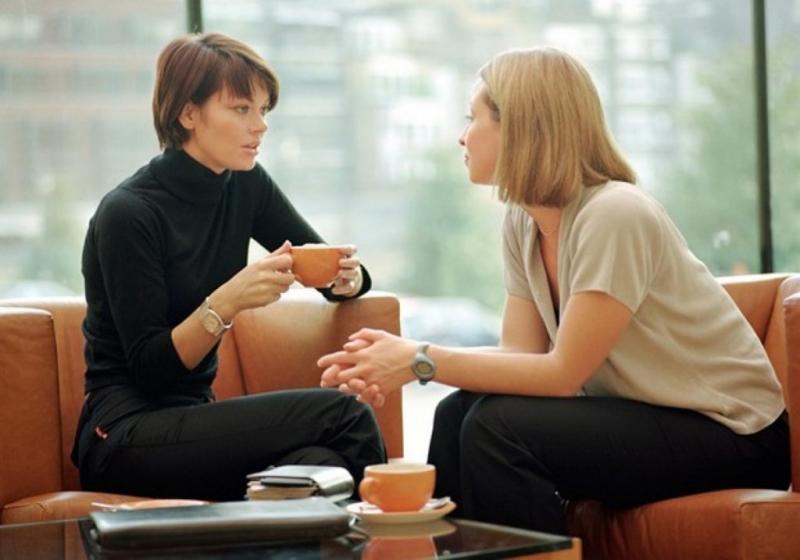Học cách lắng nghe và khuyến khích người khác nói về họ
