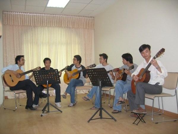 Học guitar ở đâu?