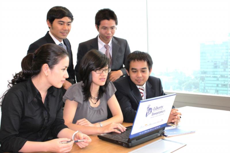Đội ngũ nhân viên luôn luôn thảo luận, trao đổi để đưa đến kết quả tốt nhất cho bạn
