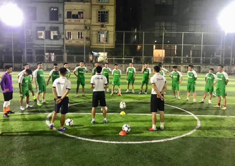 Nếu bạn có đam mê mà chưa biết làm thế nào để nâng cao kỹ năng chơi bóng, hãy đến với lớp bóng đá người lớn của Học viện Trà Dilmah - Hà Đông