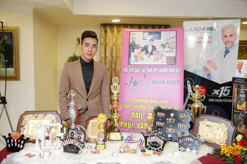 Học viện đào tạo thẩm mỹ Johnny Nam Kiệt