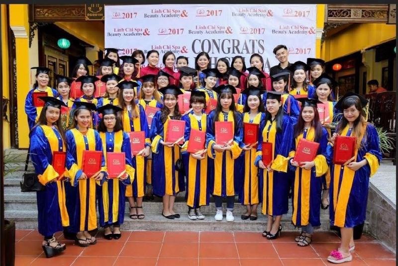 Học viên đào tạo thẩm mỹ Linh Chi