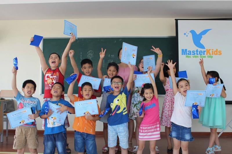 Trẻ rất hào hứng khi được học các buổi học kỹ năng sống tại MasterKids