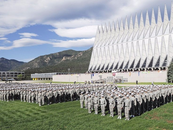 Học viện Không quân Hoa Kỳ viết tắt là USAFA