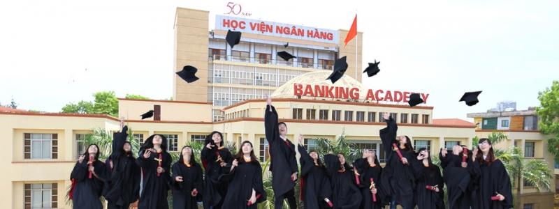 Học viện Ngân hàng nằm trên đường Chùa Bộc