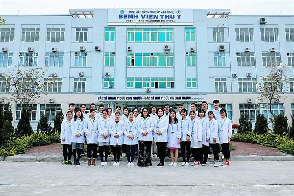 Giảng viên và sinh viên khoa thú y Học viện Nông nghiệp Việt Nam