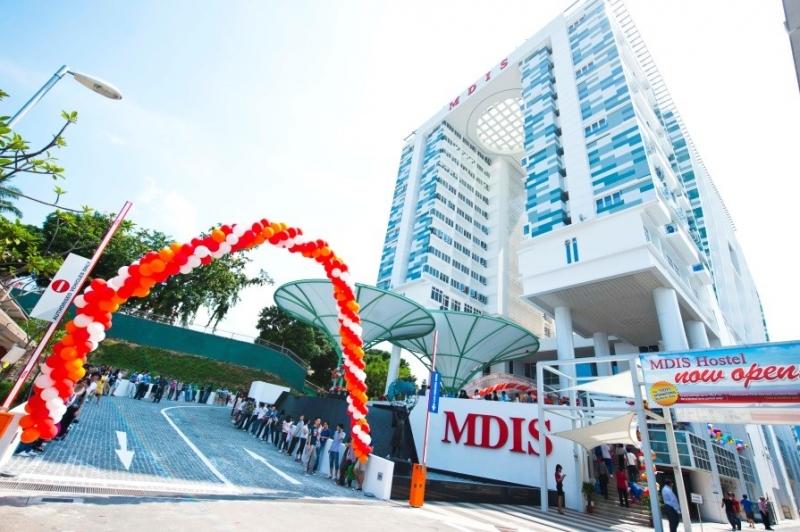 Chương trình du lịch khách tại trường MDIS được kết hợp giữa học lý thuyết và thực tập hưởng lương