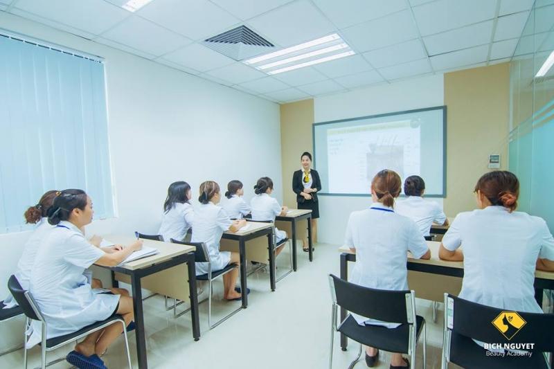 Học viện thẩm mỹ Bích Nguyệt
