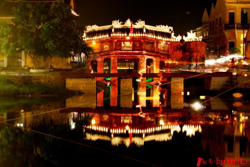 Hình ảnh Hội An lung linh trong đêm.