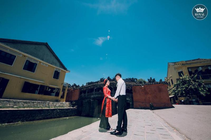 Chụp ảnh cưới ở ven sông Hoài Hội An