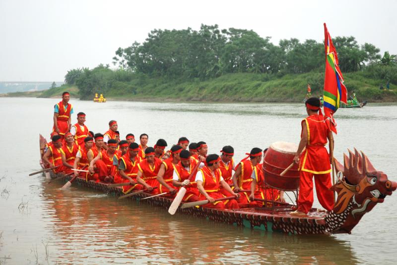 Lễ hội bơi chải Tứ Yên