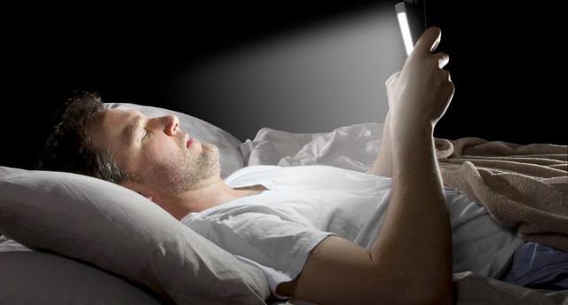 Dế yêu đi động gây chứng mất ngủ tạm thời.