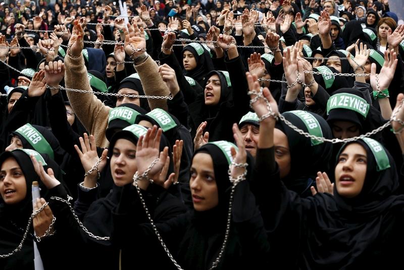 Những người Hồi giáo dòng Shia đang cầu nguyện