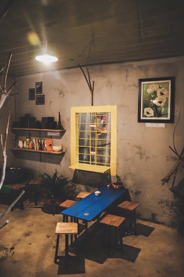 Không gian quán được thiết kế theo phong cách cổ điển