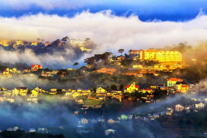 Hòa mình với mây trời ở đỉnh núi Hòn Bồ