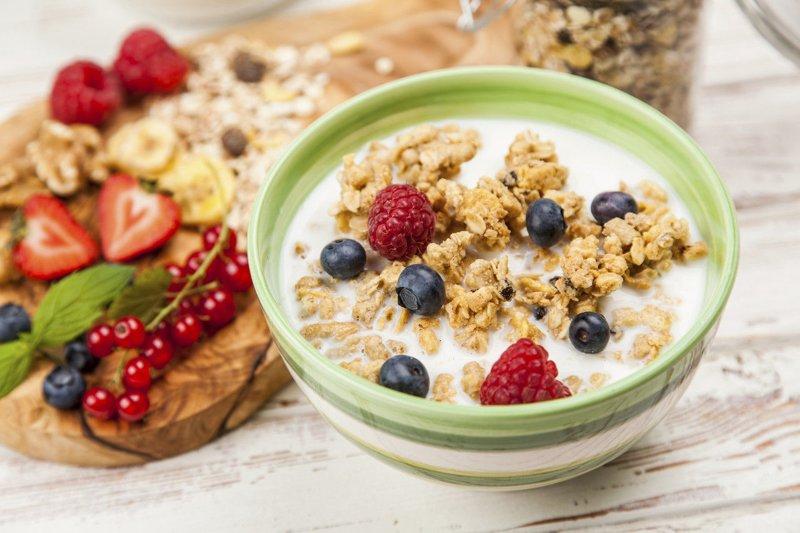Ngũ cốc, hoa quả dầm sữa tươi