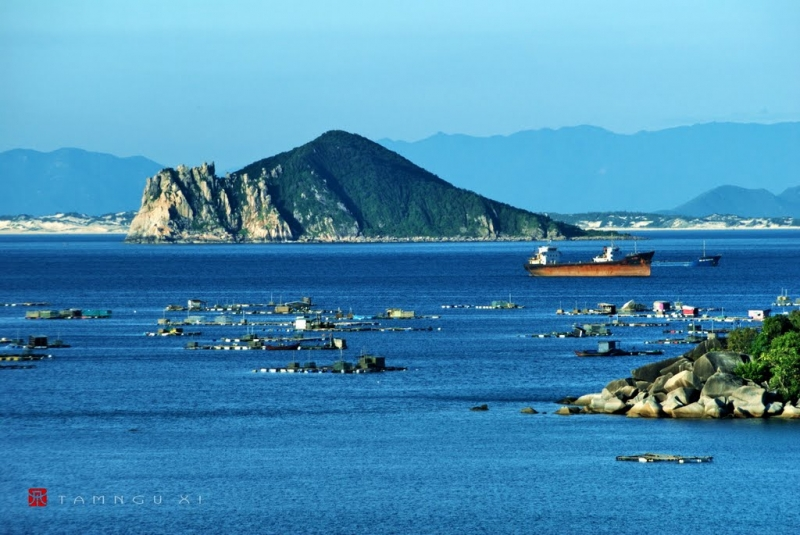 Hòn đảo thơ mộng nằm bình yên giữa mênh mông sóng nước