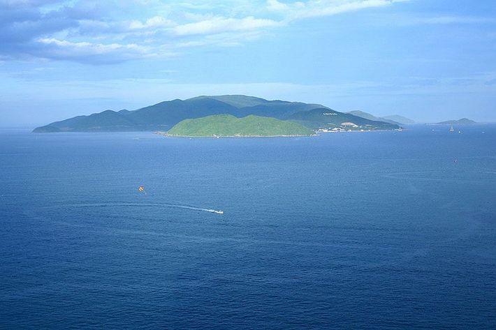 Đảo Hòn Tre giữa mênh mông sóng nước