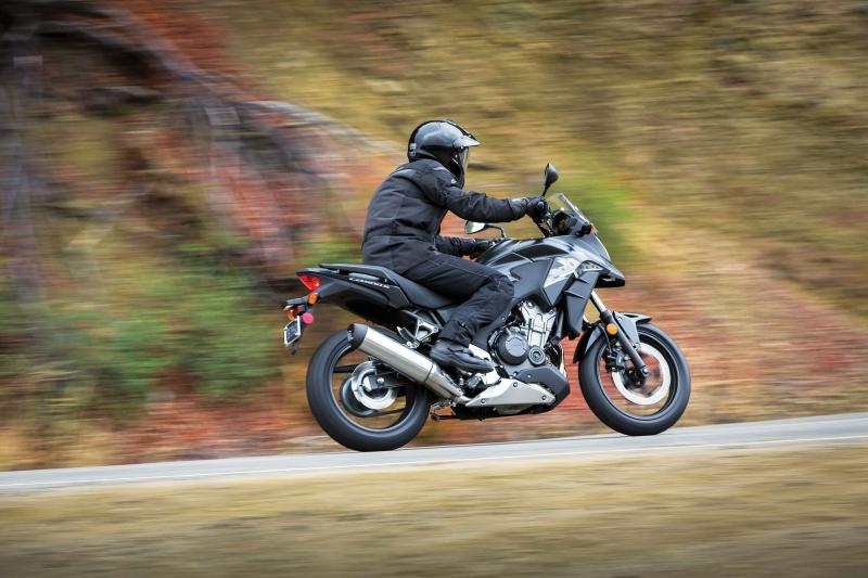 Honda CB500X trong điều kiện thuận lợi có thể di chuyển với quãng đường 514,5 km với một bình xăng đầy (Nguồn: Sưu tầm)