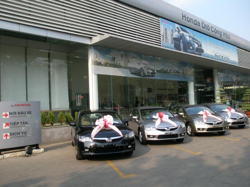 Honda ô tô Cộng Hòa cũng có dịch vụ cứu hộ ô tô, xe máy 24/7 để phục vụ khách hàng.
