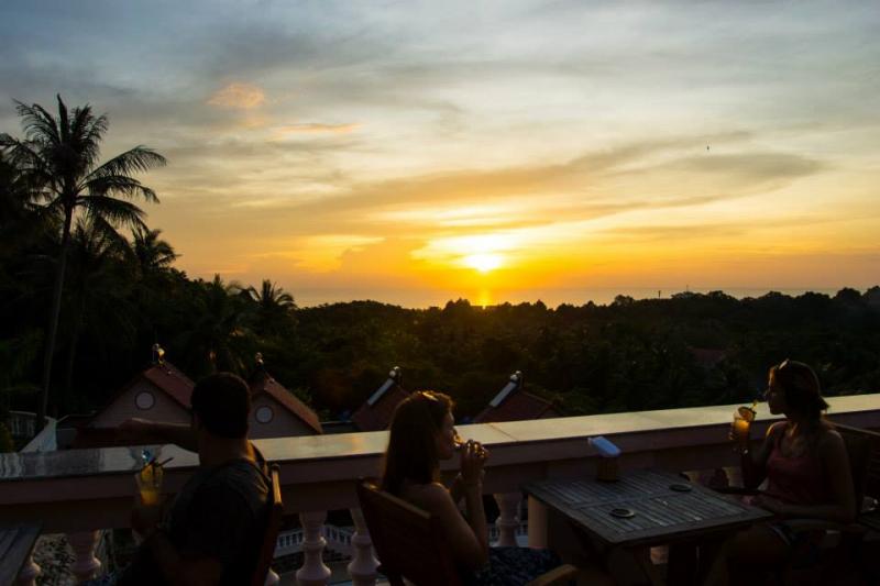Hong Bin Sunset Rooftop Bar