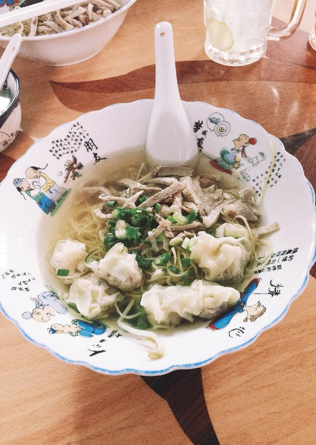 In addition to the noodle shop, there are also Burmese, noodle and wonton noodles, pork, chicken, and crockery.