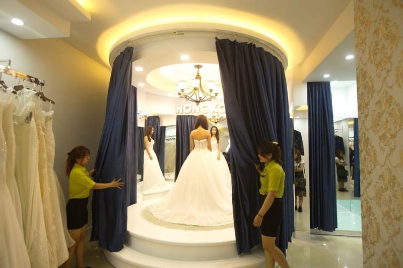 Phòng thử váy cưới tại Hongkong Wedding.