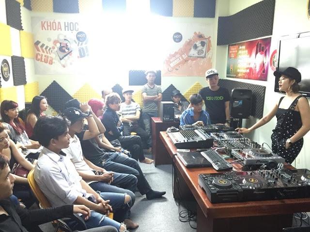 Một buổi học tại HOT DJ