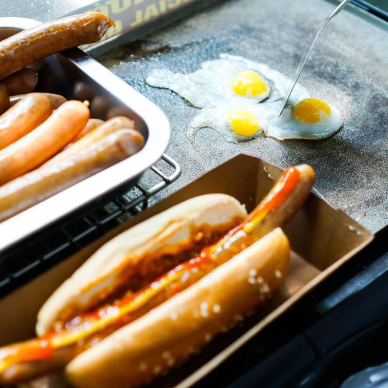 Top 7 địa chỉ ăn hotdog ngon nhất Hà Nội