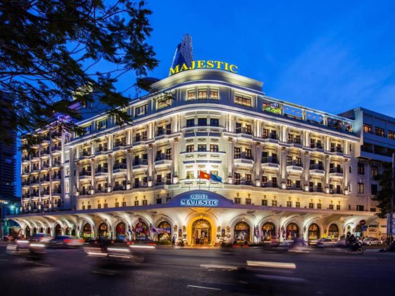 Khách sạn Majestic trông vừa cổ kính vừa hiện đại