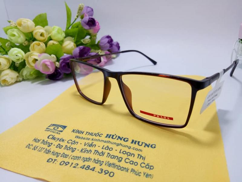 Kính mắt Hùng Hưng