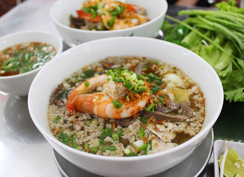 Quán Thành Đạt được đánh giá cao về chất lượng món ăn, từ nước lèo đên phần sợi và cả topping