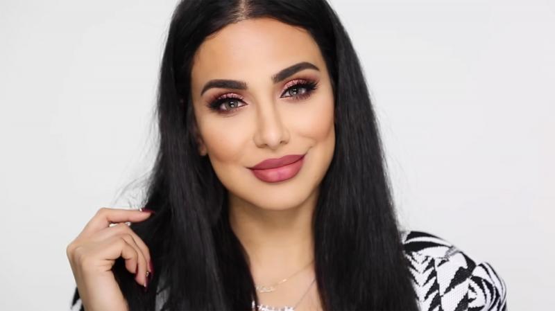 Huda Kattan là một Beauty Vlogger rất nổi tiếng người Dubai