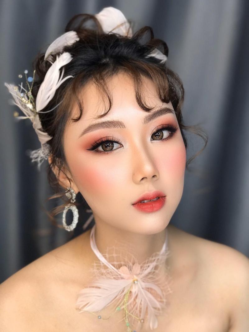 Huelinh Huynh makeup