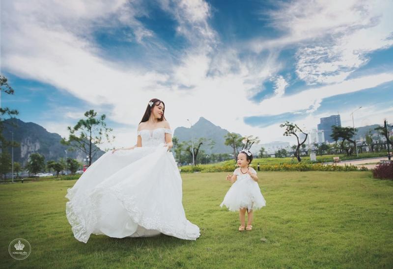 Hùng Nguyễn Studio sẽ góp phần tô vẽ cho câu chuyện của gia đình bạn trở vui vẻ, ấm áp và đặc biệt khó quên trong từng thước ảnh