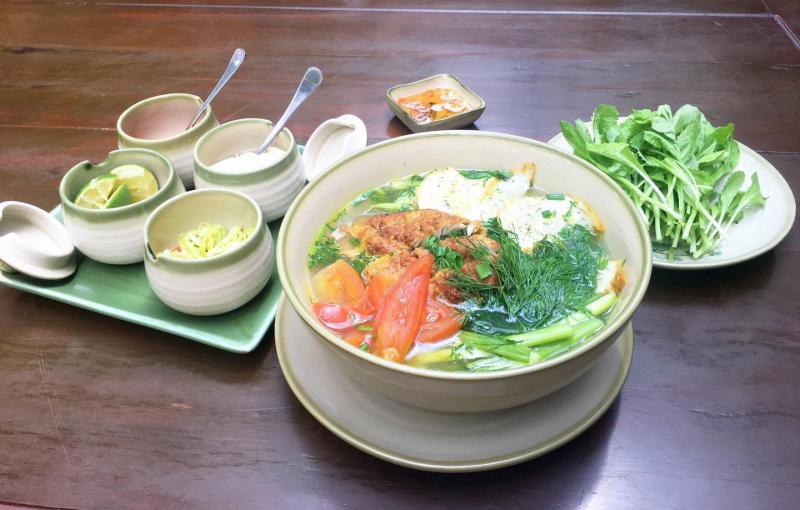 Ngoài bún ngan, nhà hàng còn phục vụ những món ăn hấp dẫn khác