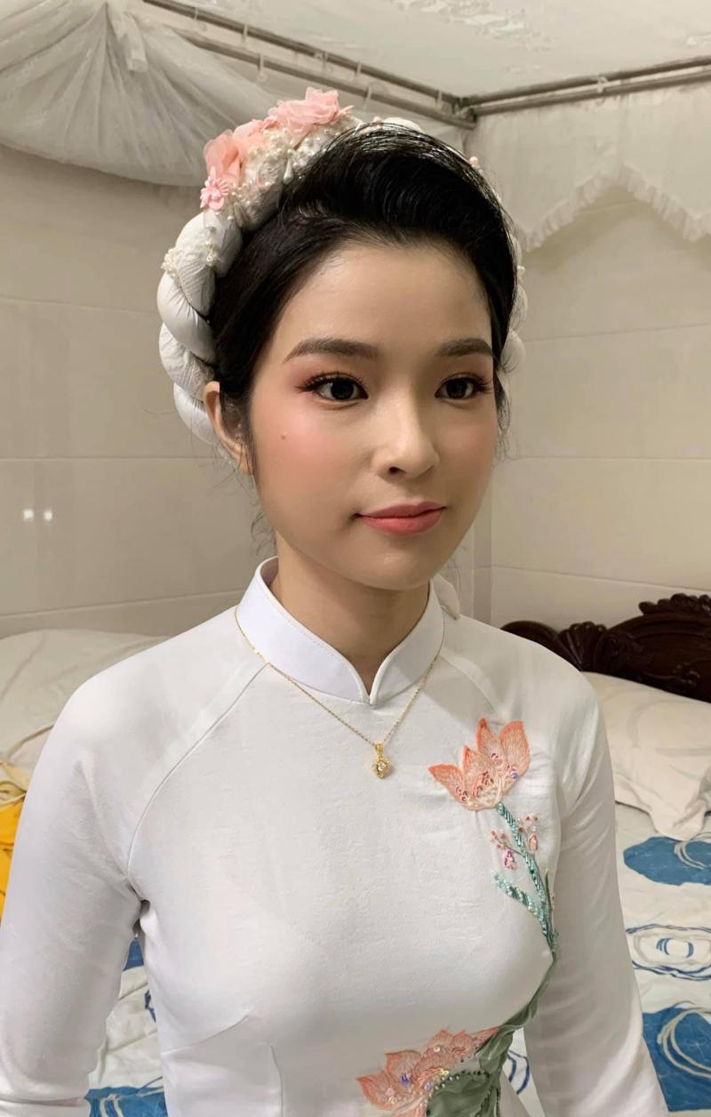 Hương Trà Makeup Store