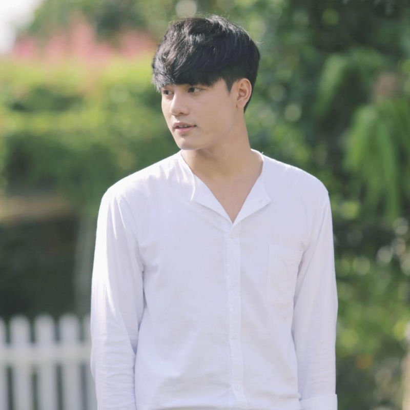 Hữu Khương trong vai một cậu học sinh đẹp trai, đa tài, chuẩn