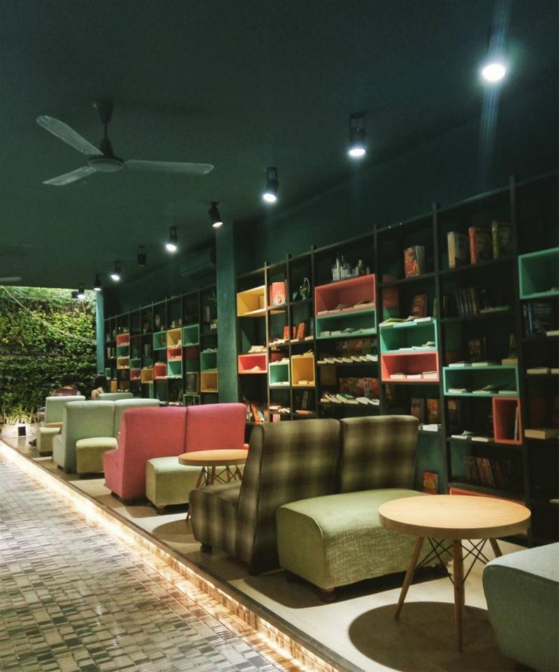 Huy Hoàng Bookstore