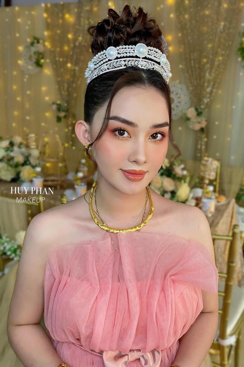 Huy Phan Makeup House